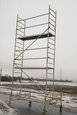 6 Meter hohes Rollgerüst. Standhöhe: 4 m. Arbeitshöhe: 6m.